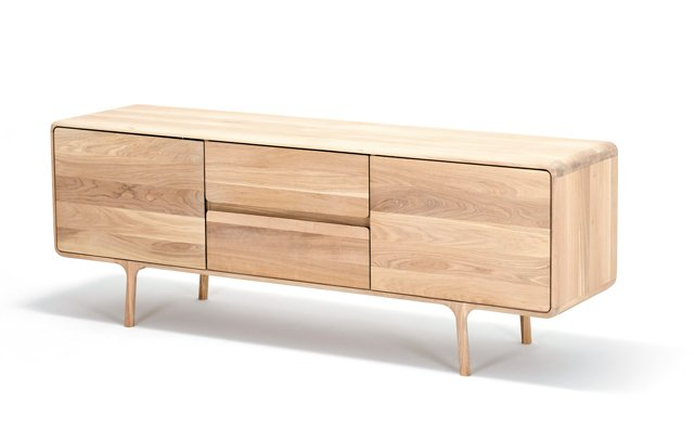 departments_thegoods_mq-st-fawn-sideboard-180x45x65-oak-white-1015-8_hp0319.jpg