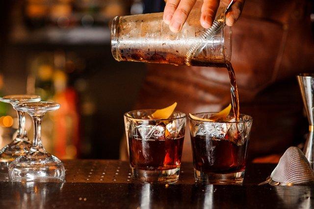 bartender-mixing-drinks_GettyImages-941858896.jpg