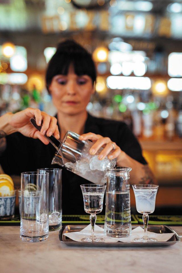 Eat&Drink_FiveFaves_Stellas_OuzuTray_SHAWNEE_CUSTALOW_rp0519.jpg