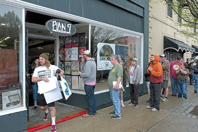 Feature_RVinyl_RecordCityUSA_Plan9_RecordStoreDay_JAY_PAUL_rp0519.jpg