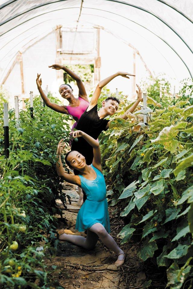 B&W_Community_RichMag-Ballet-23_SHAWNEE_CUSTALOW_rp0819.jpg