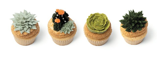 B&W_Food&Drink_PearlsCustomCupcakes_RACHELLEE_rp0819.jpg