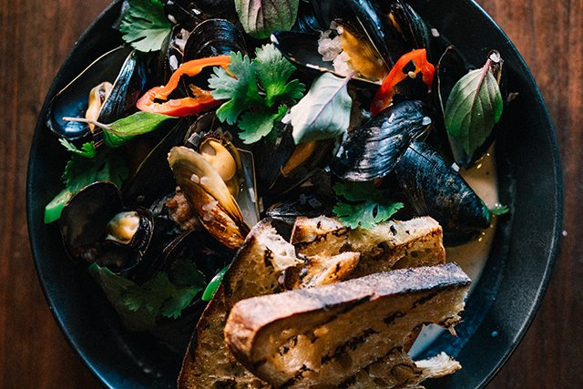 Eat&Drink_Review_Aloi_Mussels_SHAWNEE_CUSTALOW_rp0819-teaser.jpg
