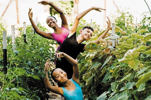 B&W_Community_RichMag-Ballet-23_SHAWNEE_CUSTALOW_rp0819_teaser.jpg