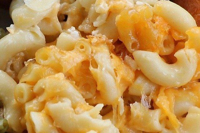 mac-and-cheese_eileen-mellon_teaser.jpg