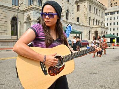 felicia-hoyas-guitar.jpg