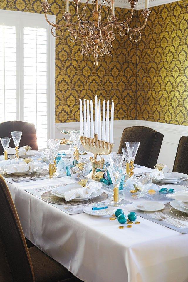 feature_diningrooms_0924_RHomeTablescape_049_TYLER_DARDEN_1119.jpg