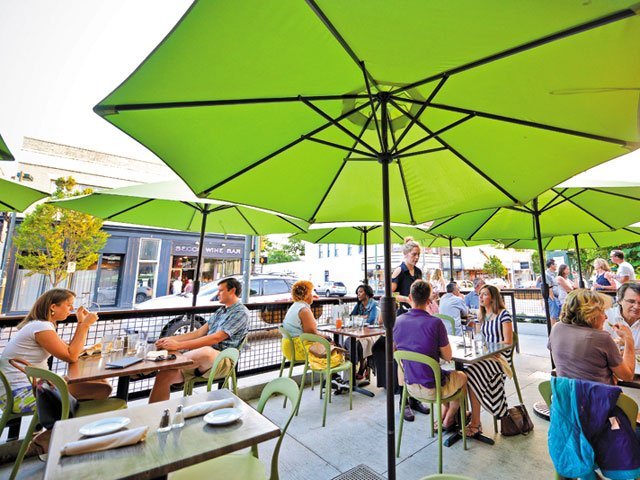 Living The Patio Life Outdoor Dining In Richmond - The patio westhampton