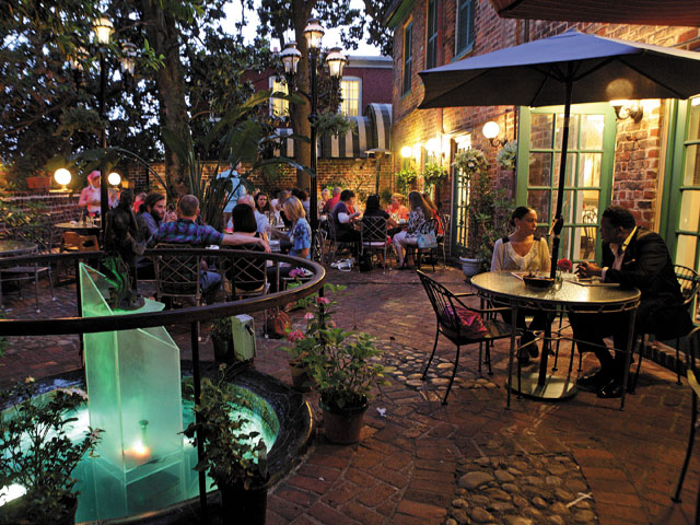 Living the Patio Life: Outdoor Dining in Richmond ...