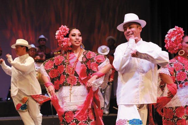 A&E_Ballet-Folclórico-Nacional-de-México-de-SILVIA-LOZANO-3_CourtesyModlinCenter_rp0320.jpg