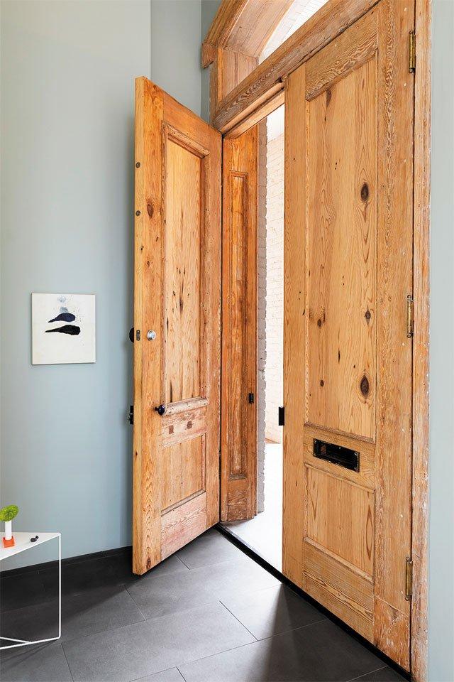 feature_modern_Front-Door-Interior-copy_KIM_FROST_hp0320.jpg