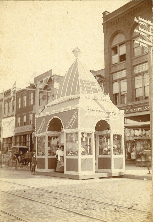 Local_Flashback_BroadStreetBooth_COLLECTIONOFRICHARDBLAND_rp0520.jpg