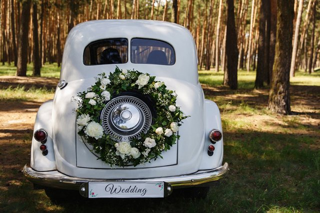 wedding-car_GettyImages-1151878182.jpg