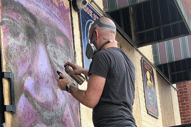 Jesse-Smith_George-Floyd-mural_Valerie-Moran-courtesy-Giving-Arts-Foundation_teaser.jpg