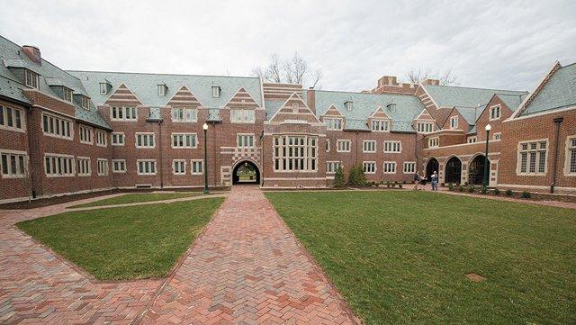CollegeGuide_Upfront_UR_COURTESYUNIVERSITYOFRICMOND_rp0920.jpg