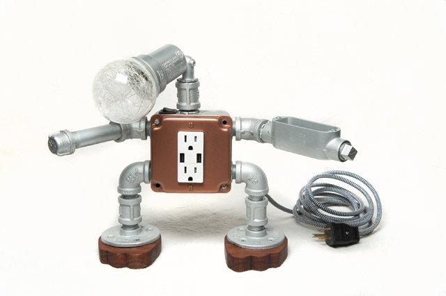 fob_TheGoods_Gadgets_Lamp_JAY_PAUL_hp1120.jpg