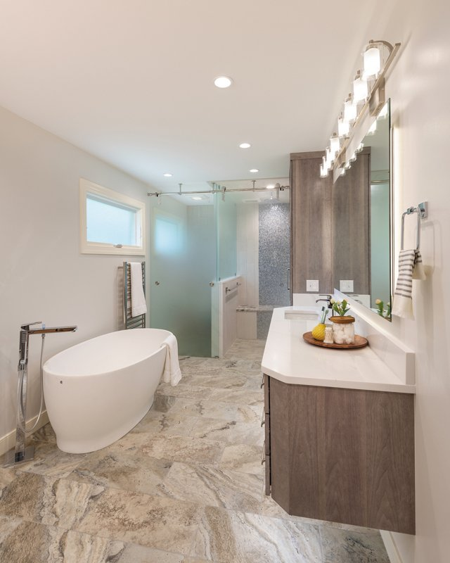 Feature_NARI_BathroomOver_JOHNMAGOR_hp0121.jpg