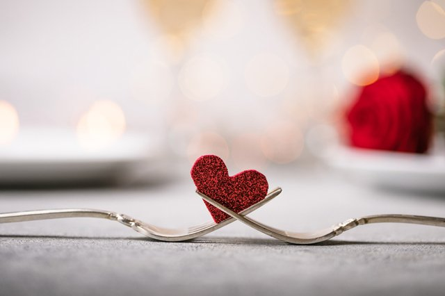 valentines-meal_GettyImages-1294409765.jpg