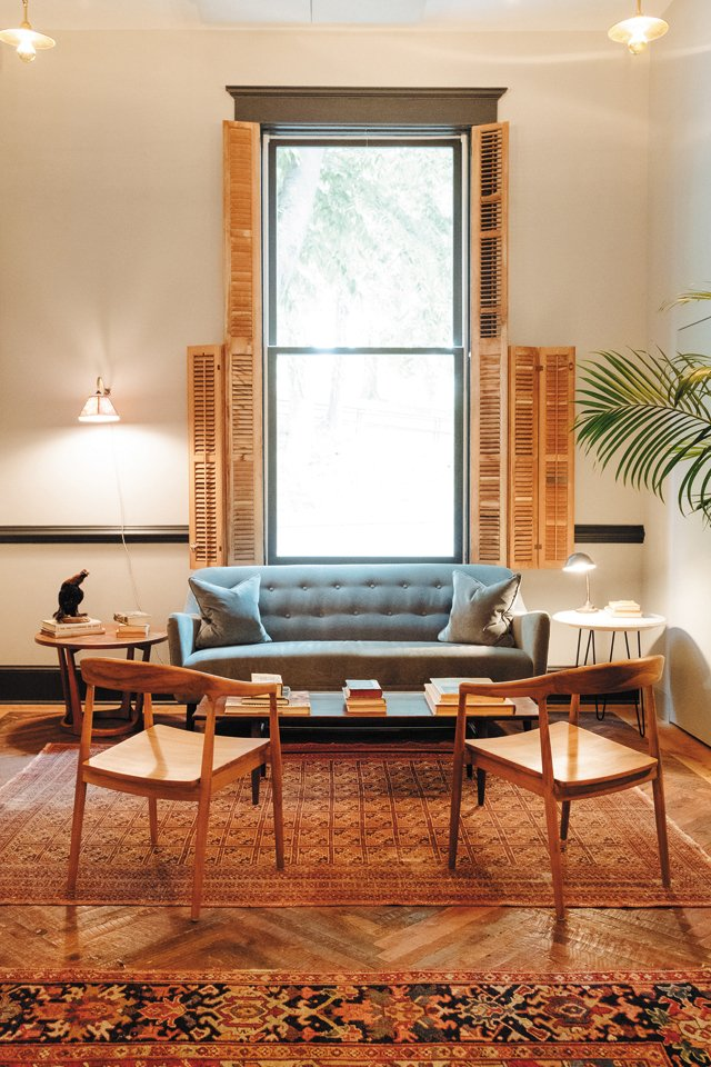 Design_CommonHouse_Charlottesville_Sitting_ANDREAHUBBELL_hp0321.jpg