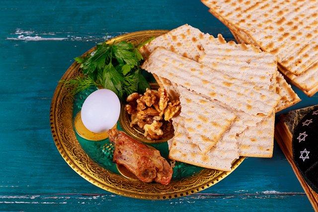 passover-seder_GettyImages-1142110342.jpg