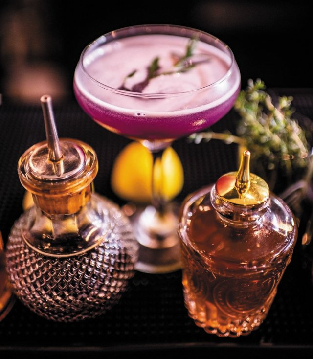 Eat&Drink_OpenTab_Florals_DroneMothership_COURTESY_AMBER_OX_PUBLIC_HOUSE_rp0421.jpg