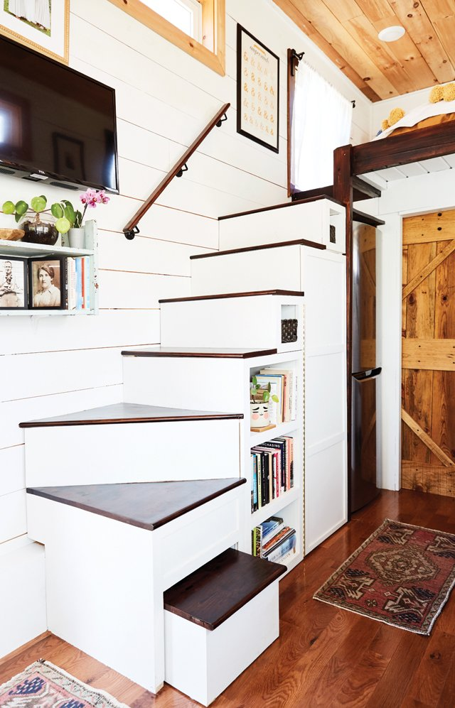 Feature_TinyHouse_Stairs_ALEXISCOURTNEY_hp0521.jpg