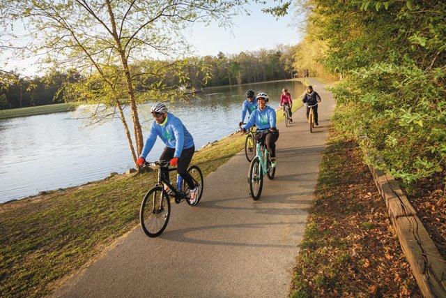 Feature_Bikes_UrbanCyclingGroup_JEFFSAXMAN_rp0521.jpg