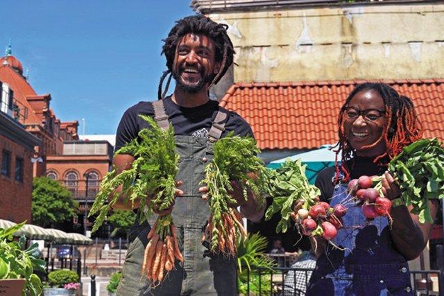 Feature_FarmersMarkets_RVABlackFarmers-Market_17thSt4_JAYPAUL_rp0621_teaser.jpg