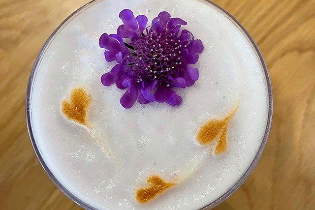 Milk-Mans-Bar_Eileen-Mellon_teaser.jpg