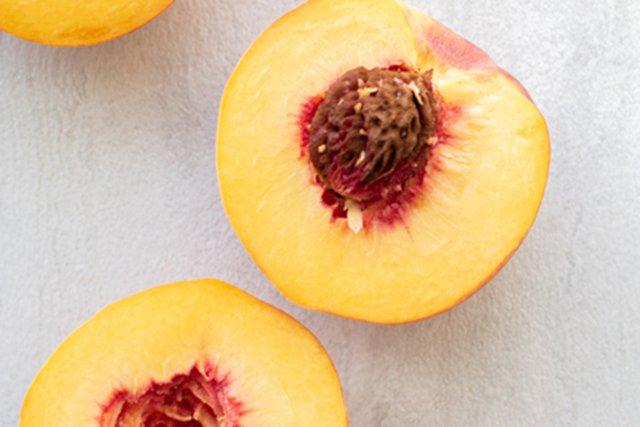 Eat&Drink_Ingredient_Peaches_A_MATTER_OF_FOOD_UNSPLASH_rp0721-teaser.jpg
