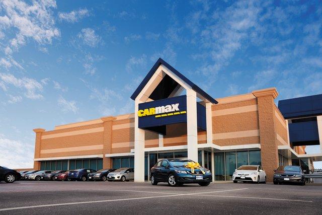 B&W_Shopping_Carmax_Lindsey-Duke-CarBuying_Bow_A_v3_PhotoCourtesy_rp0821.jpg