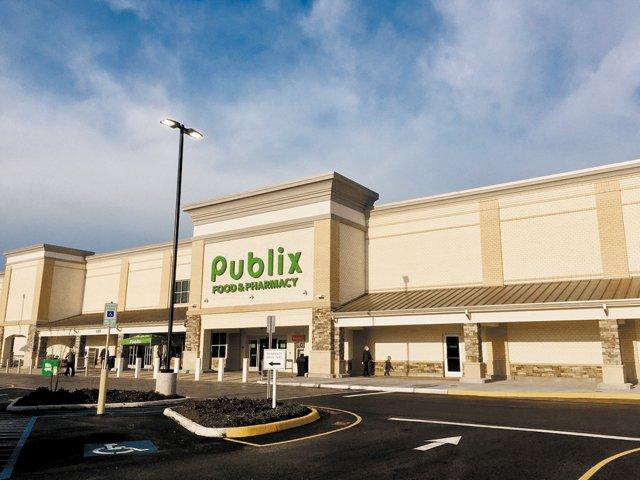 B&W_Shopping_Rich Publix Opening_Courtesy_rp0821.jpg