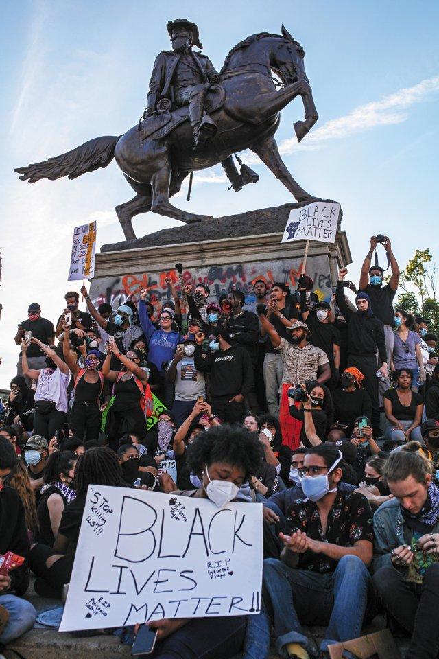 Feature_B&W_News&Media_Summer2020Protest_JOHNDONEGAN_rp0821.jpg
