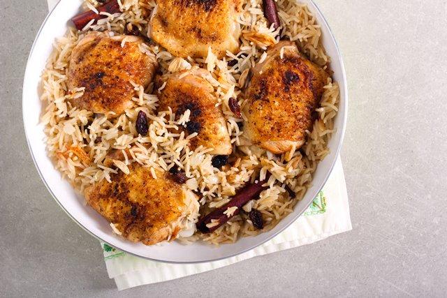 chicken-rice_GettyImages-1263123184.jpg