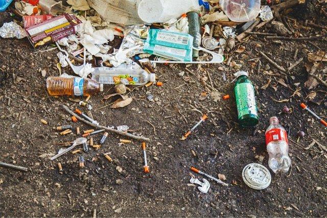 drug-debris_jonathan-gonzalez-unsplash_teaser.jpg