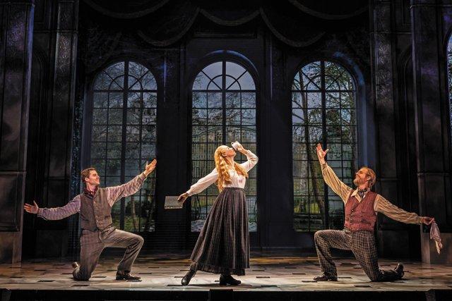 FEA_FallArts_Theatre_Anastaia_EVAN ZIMMERMAN-Courtesy BroadwayInRichmond_rp0921.jpg
