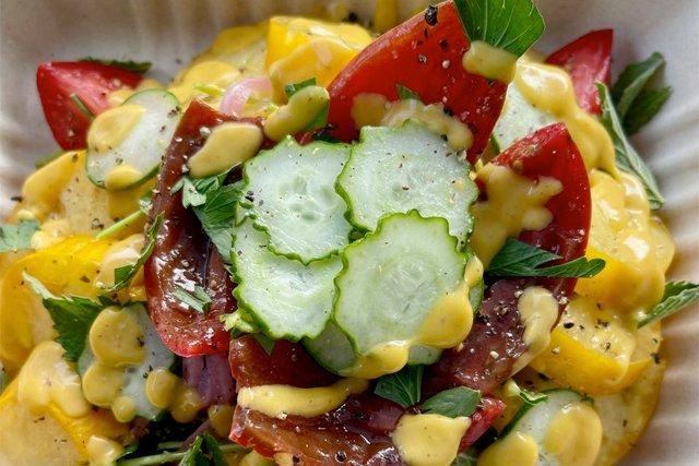heirloom-salad_courtesy-carolina-girl-catering_teaser.jpg
