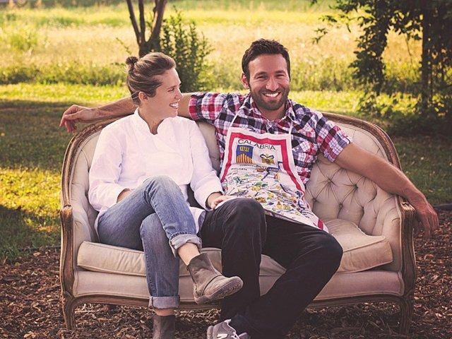 dinner-in-the-field-couple.jpg