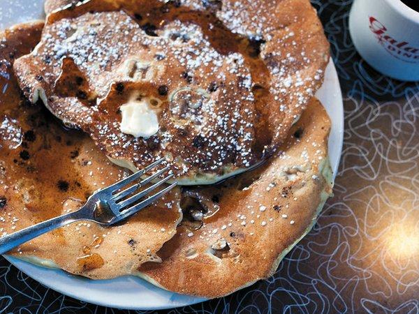 breakfast_galaxy_walnut_choc_cakes_rp0115.jpg