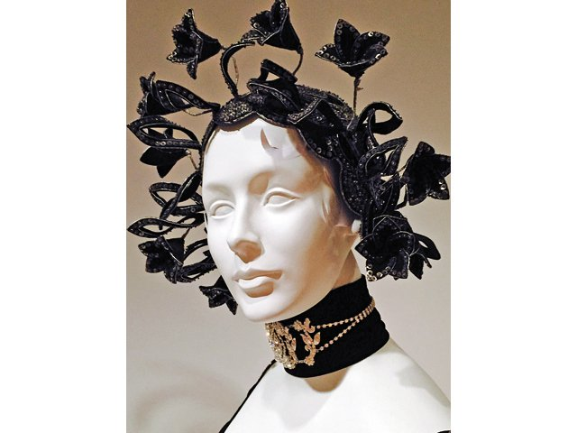 The-Mint-Museum_Headdress_rp0715.jpg