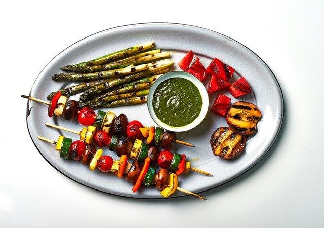 summer_foods_veggies_rp0715.jpg