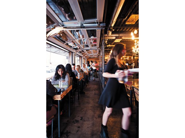 Dining_review_Sabai_BETH_FURGURSON_rp1215.jpg